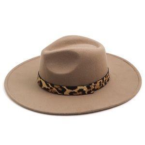 Leopard Strap Flat Brim Fedora Hat